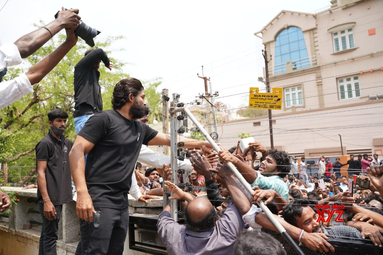 Icon Star Allu Arjun Fans Gathered In Huge Numbers Outside His House To Wish Him On His Birthday - Gallery