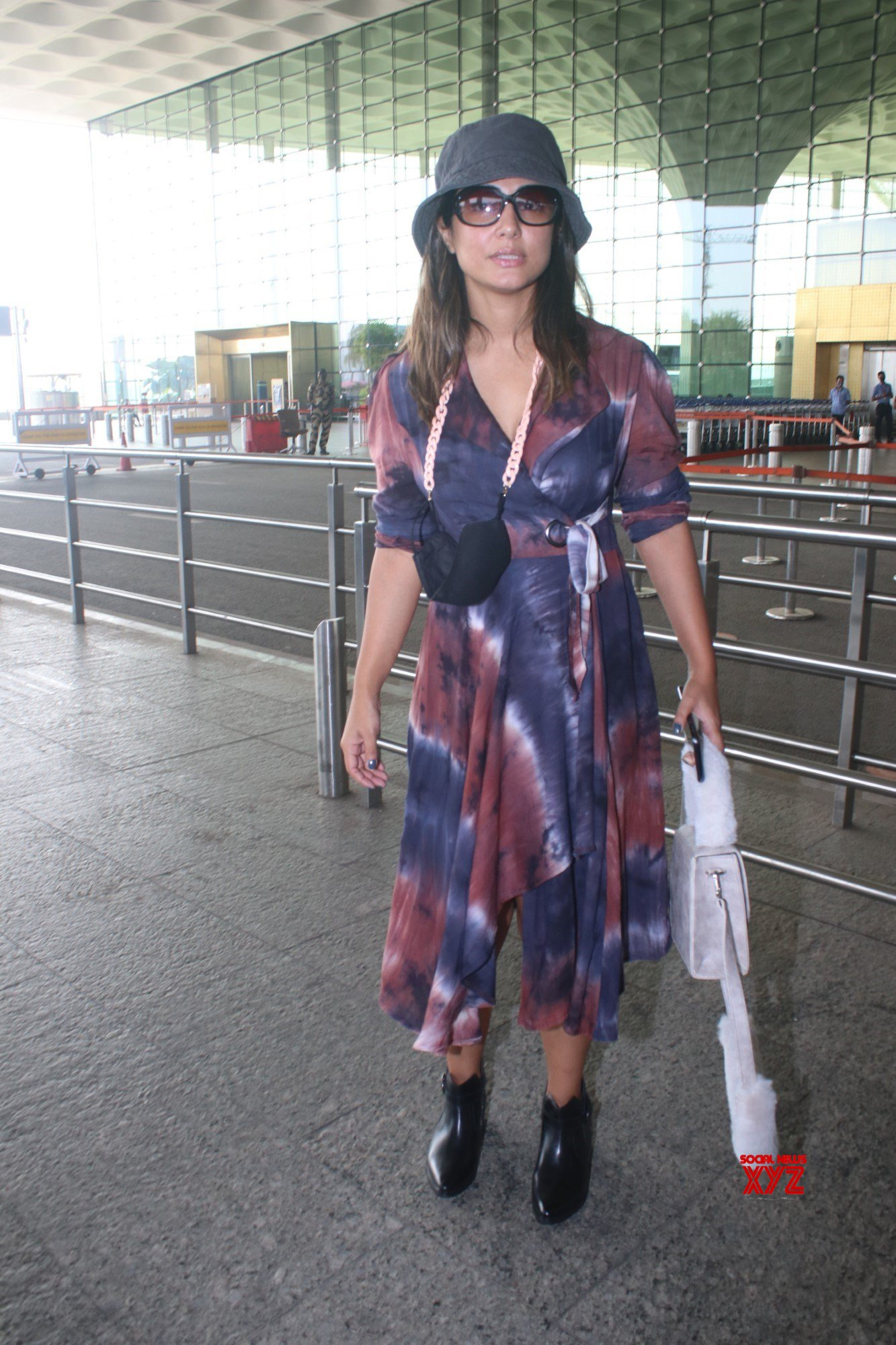 Actress Hina Khan Spotted At Airport Departure - Gallery