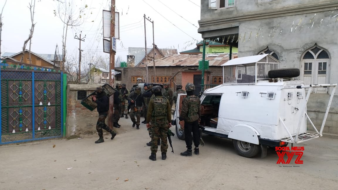 Encounter erupts in Kashmir's Pulwama district