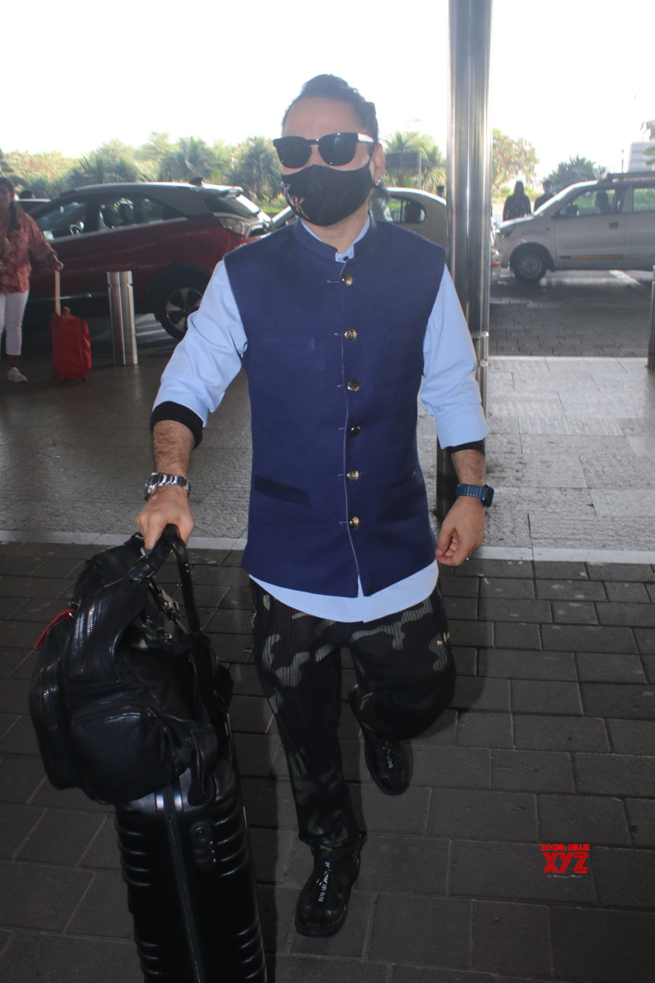 Kailash Kher Spotted At Airport Departure - Gallery
