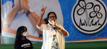 Kolkata:  TMC supremo Mamata Banerjee showing the victroy sign after winning a landslide victory in the West Bengal Assembly Election outside  her residence in South Kolkata on Sunday May 2nd 2021. (Photo: Subhendu Ghosh/IANS)