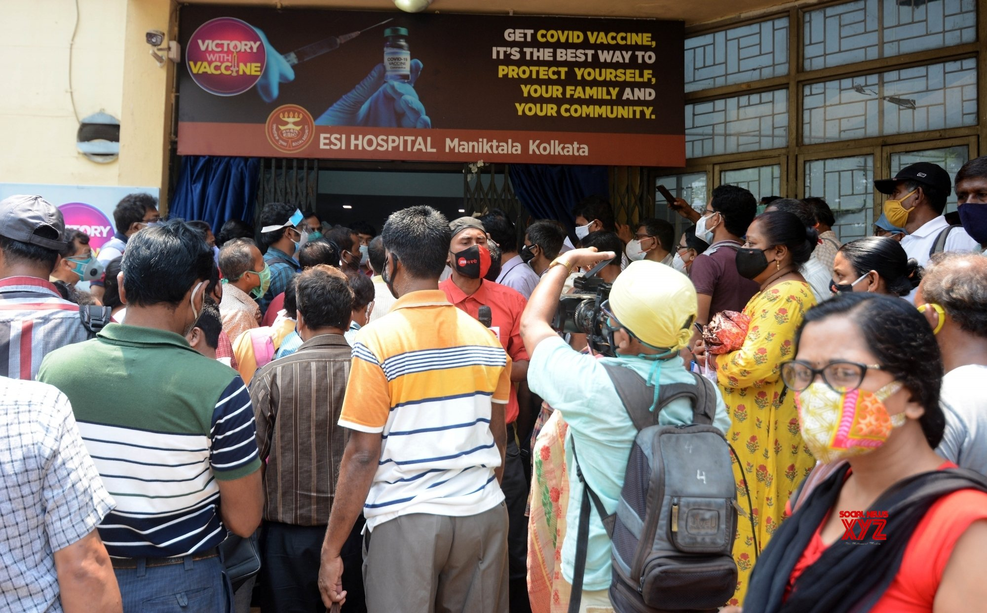 Kolkata : People agitated in front of ESI for not getting COVID vaccine in Kolkata on May 3, 2021. #Gallery