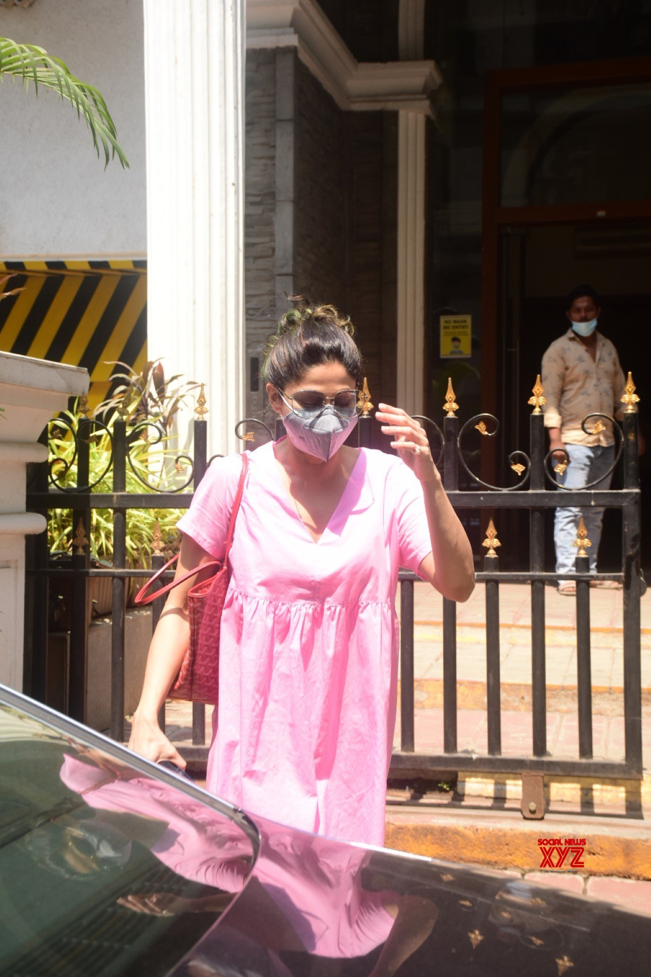 Actress Shamita Shetty Spotted At Clinic In Bandra - Gallery