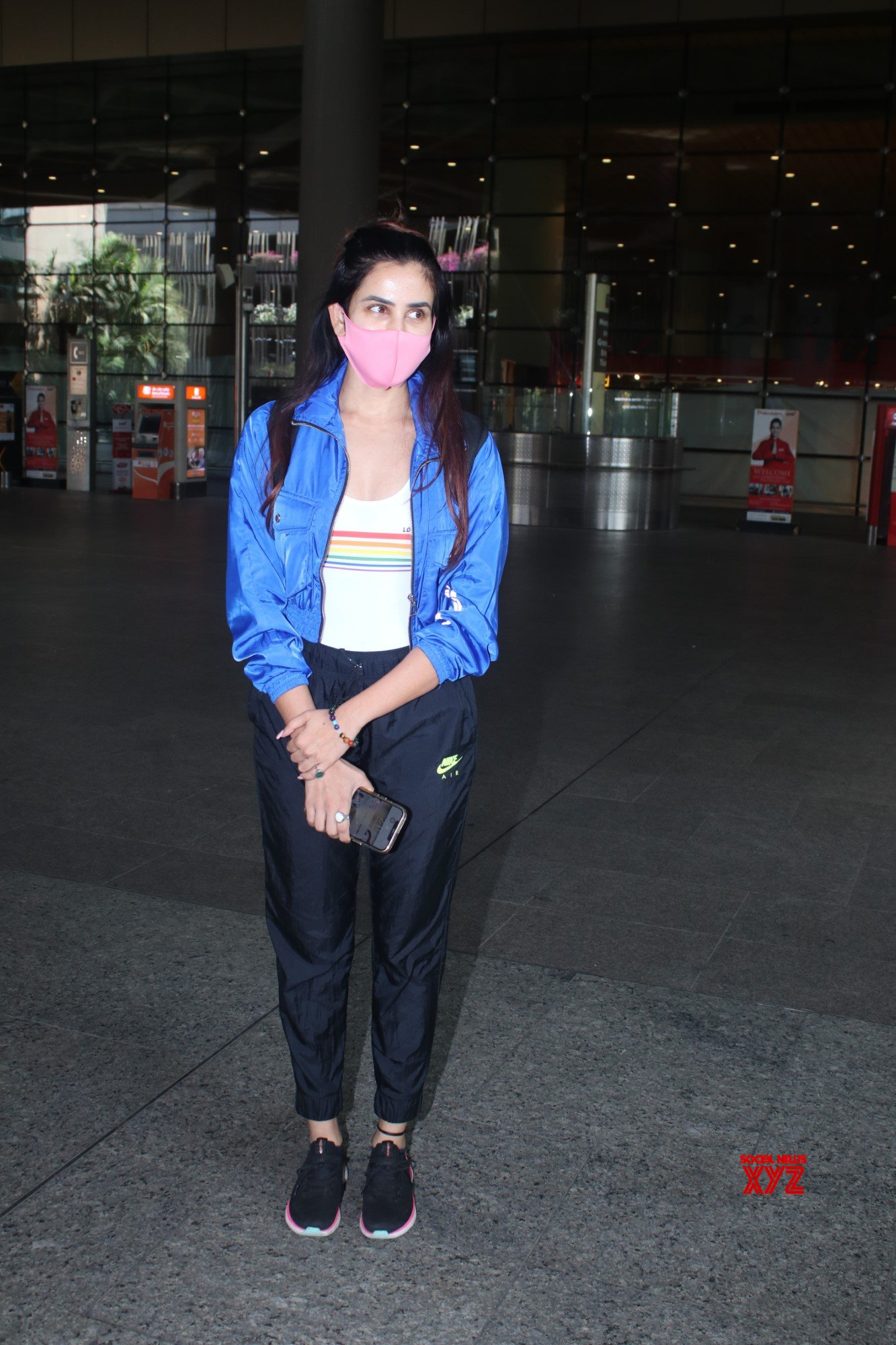 Actress Sonnalli Seygall Spotted At Airport Arrival - Gallery