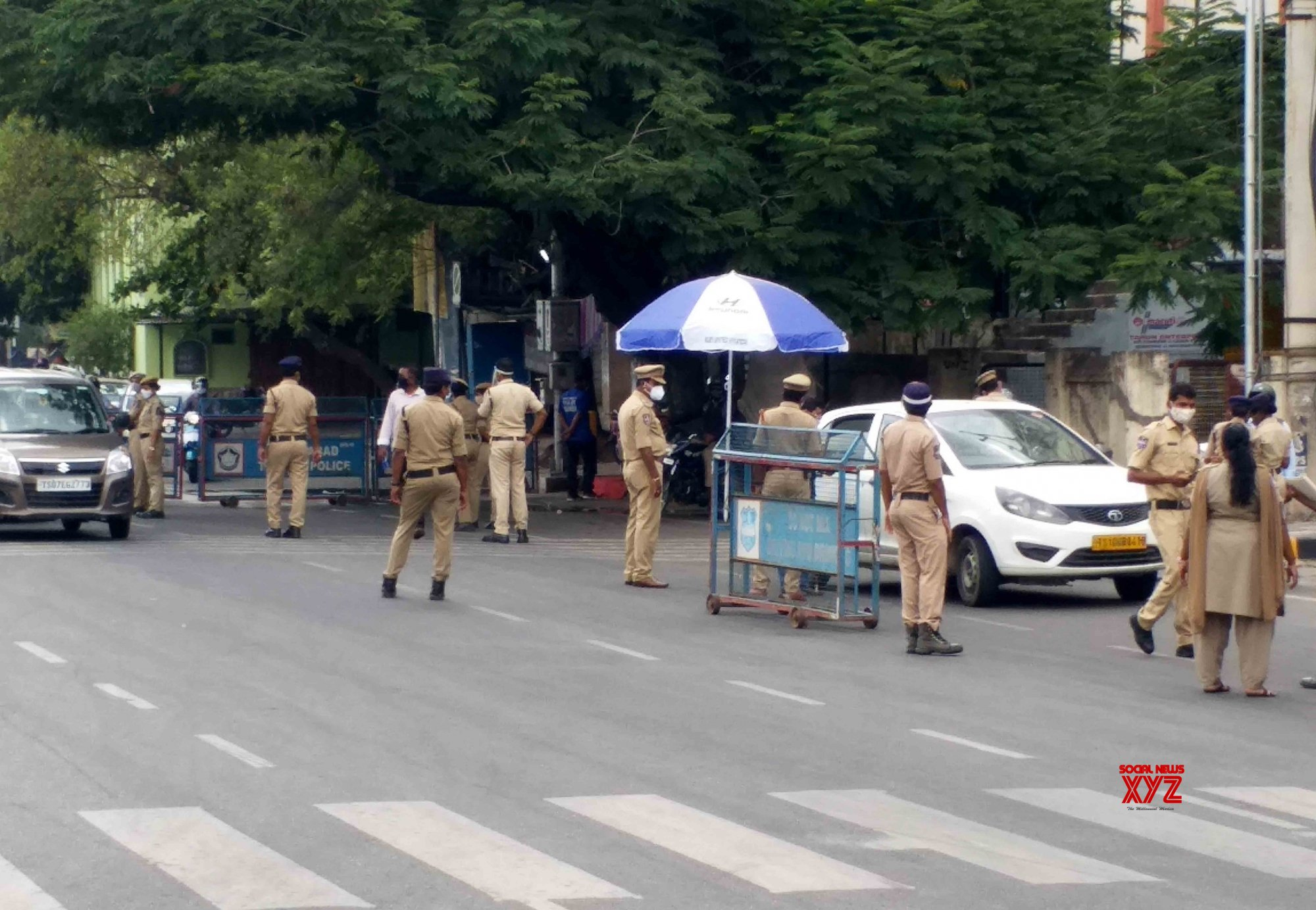 Hyderabad : Police stick vehicle checking - again - after Lockdown is - extended of - relaxation hours - in Hyderabad. #Gallery