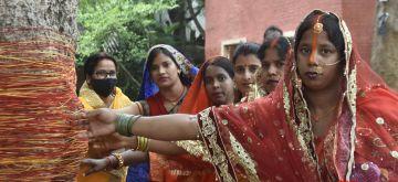 Ranchi: Married Hindu women worship Banyan Tree on the occasion of Vat Savitri Amavasya Puja in Ranchi on Thursday, 10 June, 2021. (Photo: IANS)
