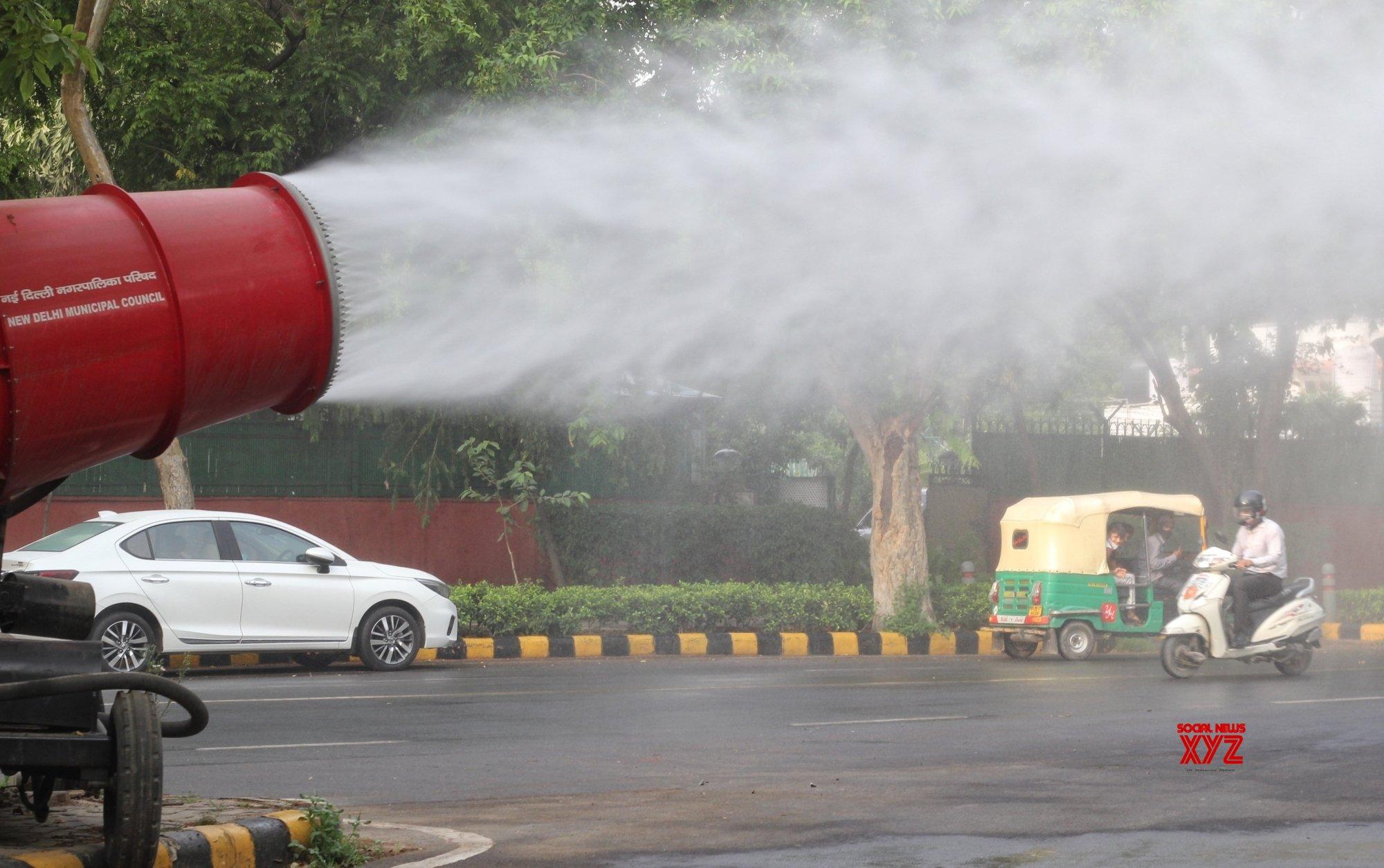 New Delhi: New Delhi Municipal Council (NDMC) installed Anti Smog Gun for senitizing at Mahadev Road in New Delhi. #Gallery