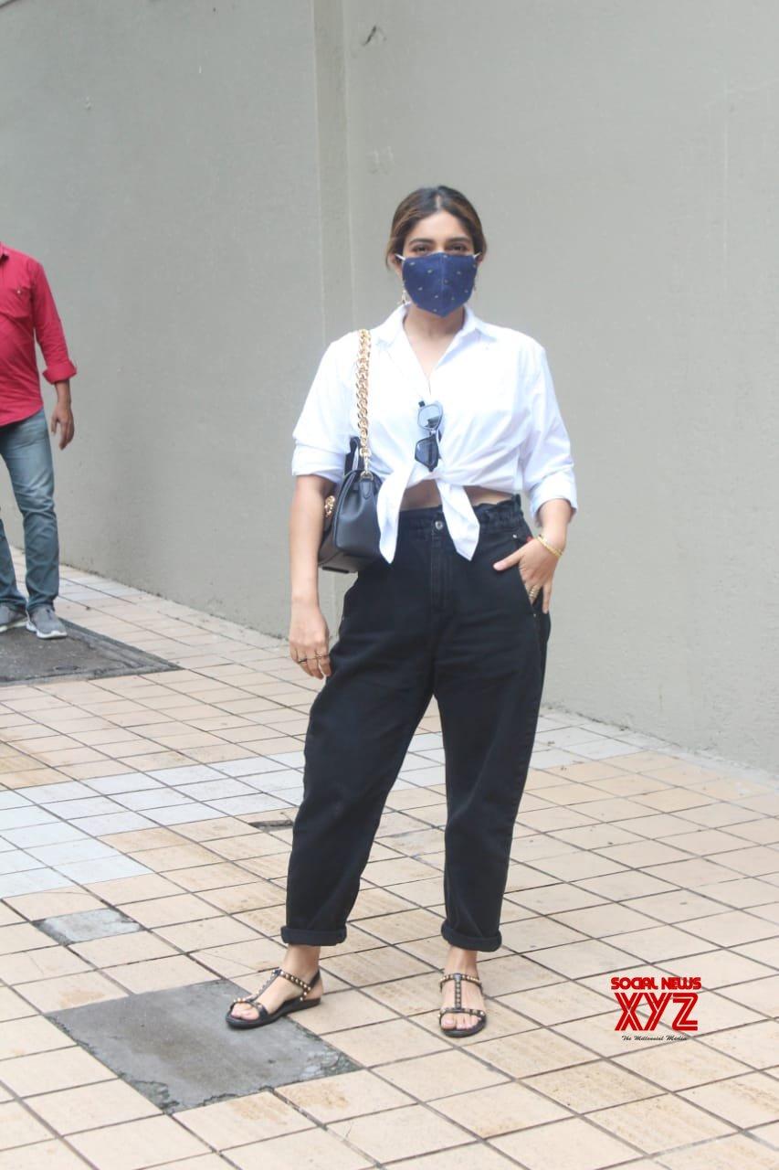 Actress Bhumi Pednekar Snapped At Director Producer Tushar Hiranandani House - Gallery