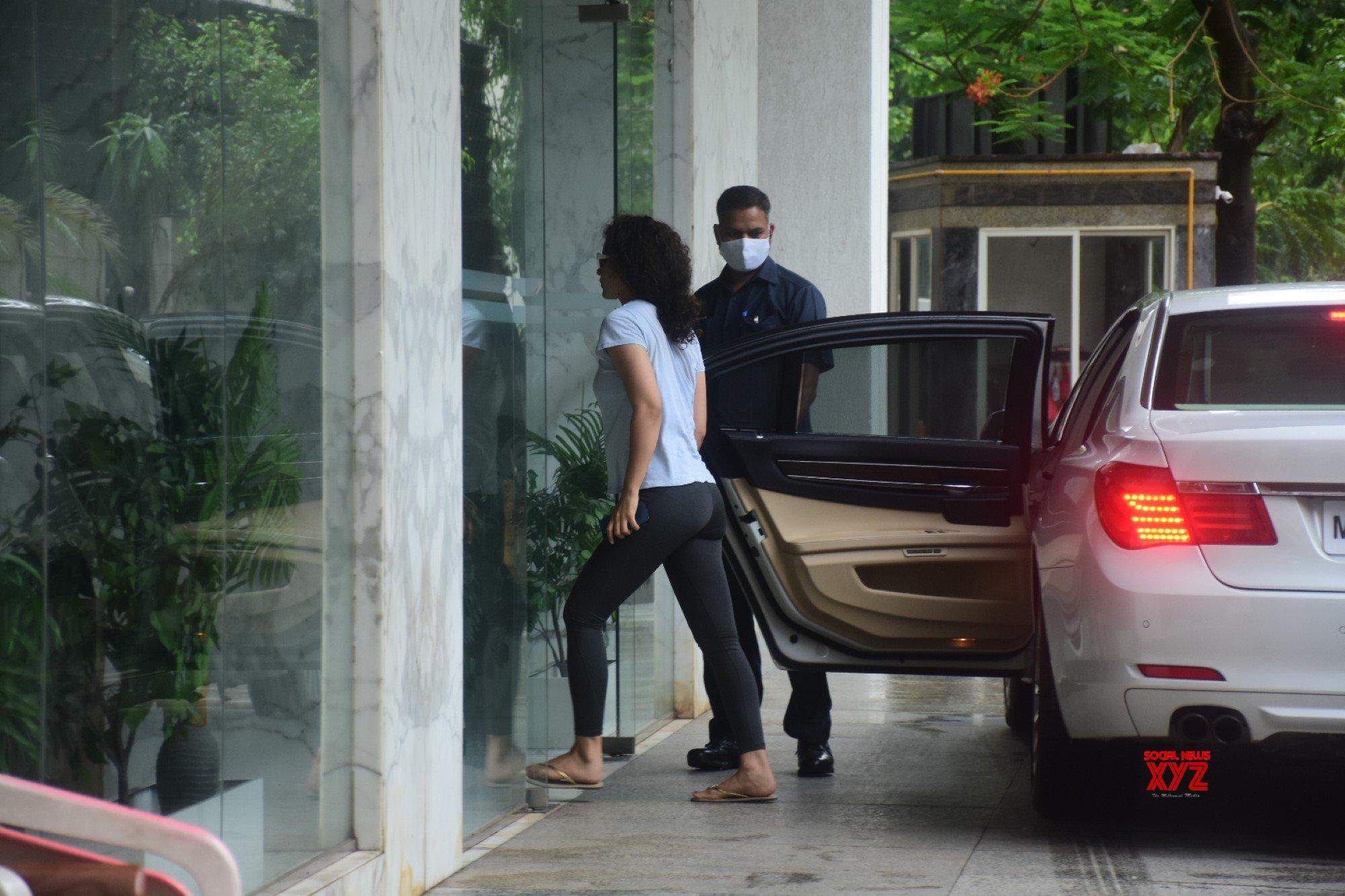 Actress Kangana Ranaut Spotted At Bandra - Gallery