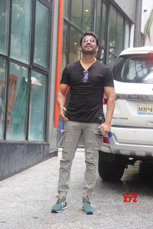 Sharad Kelkar Spotted In Bandra - Gallery
