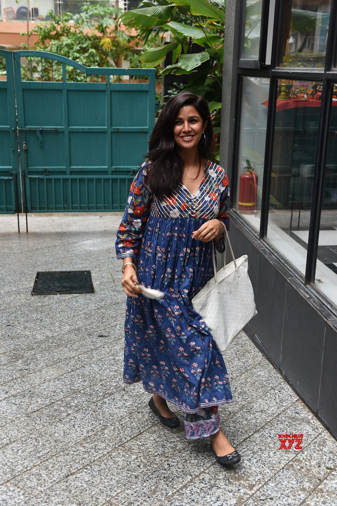 Actress Nimrat Kaur Spotted At Maddock Office In Santacruz - Gallery