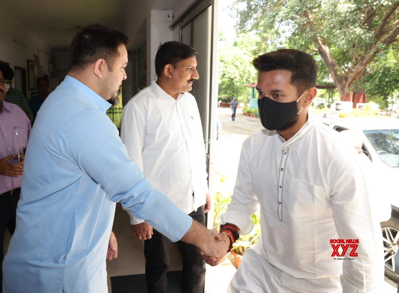 Patna: Lok Janshakti Party MP Chirag Paswan met Rashtriya Janata Dal leader Tejashwi Yadav in Patna. #Gallery