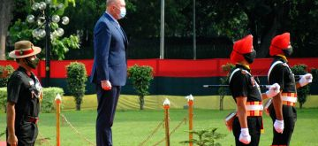 New Delhi: Defence Minister of Australia, Peter Dutton being accorded the Guard of Honour at Vigyan Bhawan in New Delhi on Friday, September 10, 2021. (Photo: Qamar Sibtain/ IANS)
