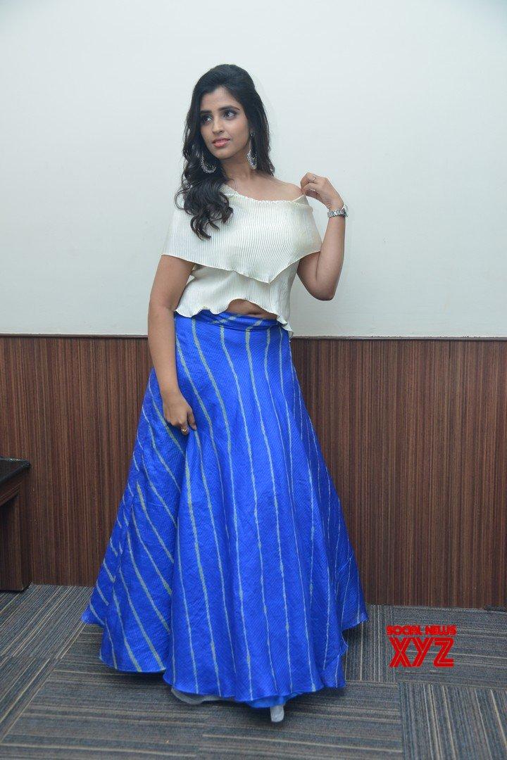 Anchor Shyamala Stills From Maestro Movie Pre Release Event