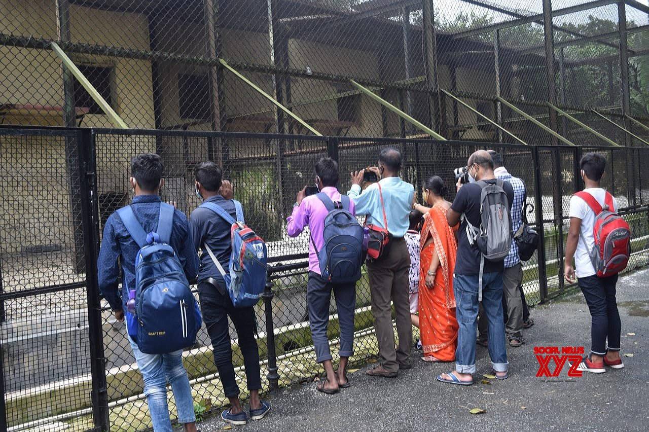Kolkata : Visitors at the Alipore Zoological Garden after it was re - opened with certain restrictions amid coronavirus pandemic in Kolkata on Sep 15, 2021 #Gallery