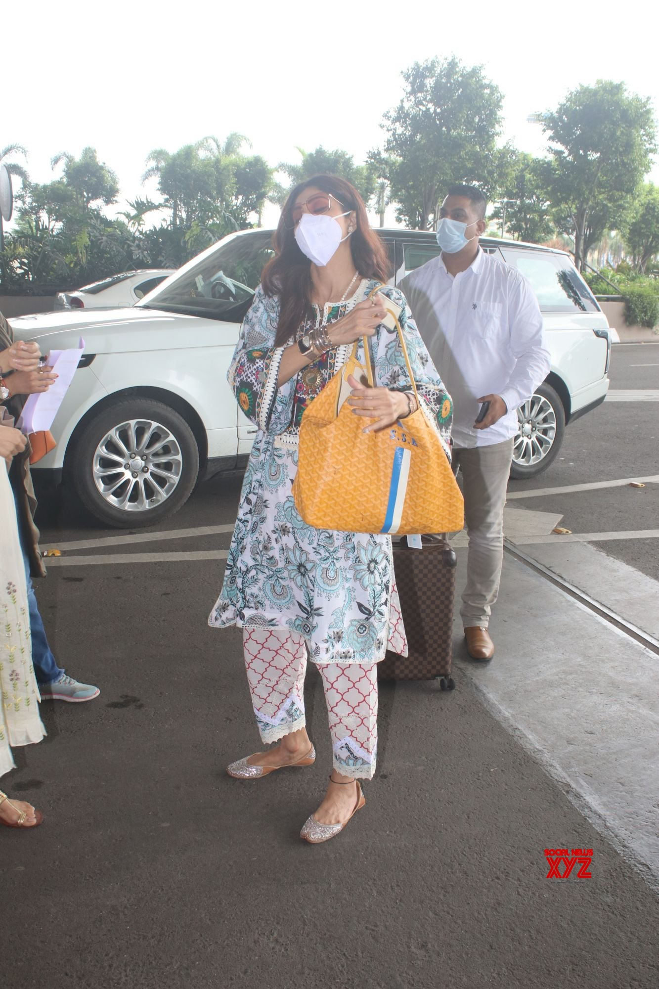 Actress Shilpa Shetty Spotted At Airport Departure - Gallery