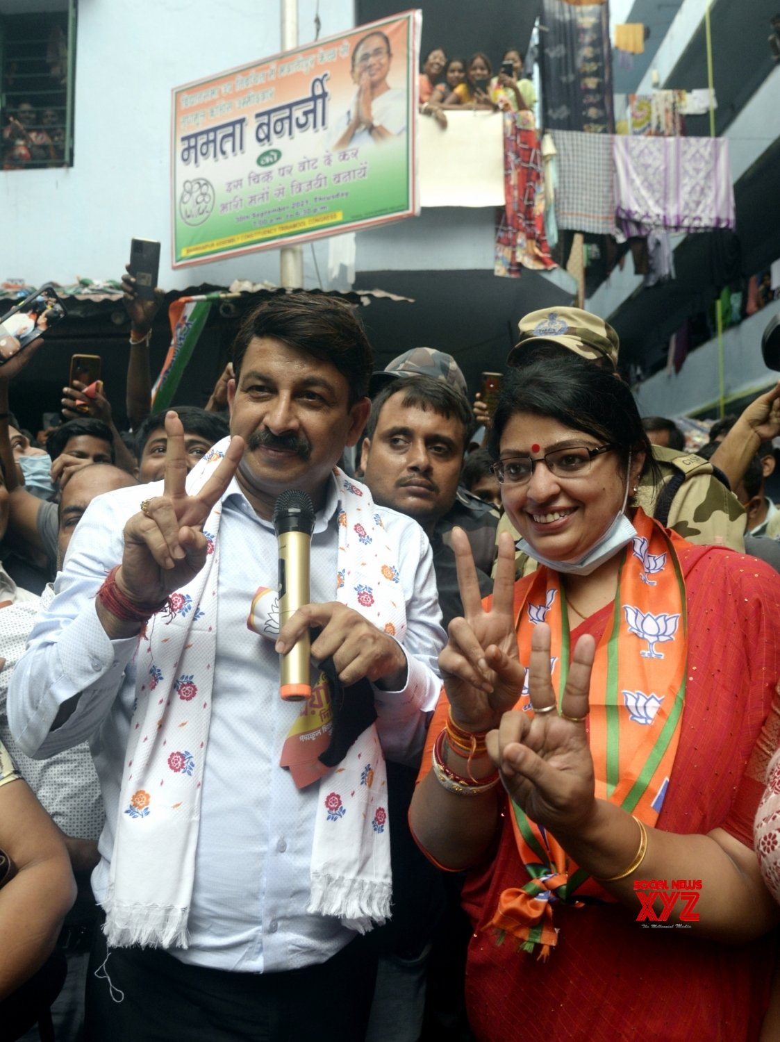 Kolkata : Bhojpuri film Actor and BJP MP Manoj Tiwari with party canidate from Bhawanipur constituency Priyanka Tibrewal during her campaign #Gallery