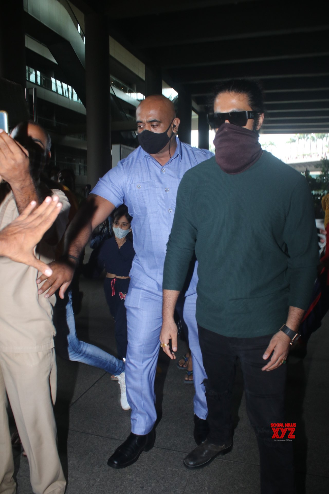 KGF Star Yash Spotted At Airport Arrival - Gallery