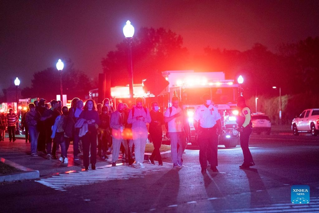 Hundreds evacuated from derailed metro train in Arlington, US