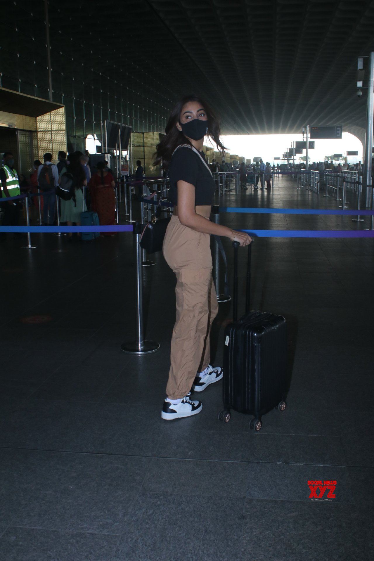 Actress Sana Makbul Spotted At Airport Departure - Gallery