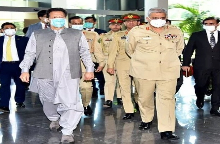 In Pakistan, widening gap between Imran and Army chief dangerous for hybrid regime