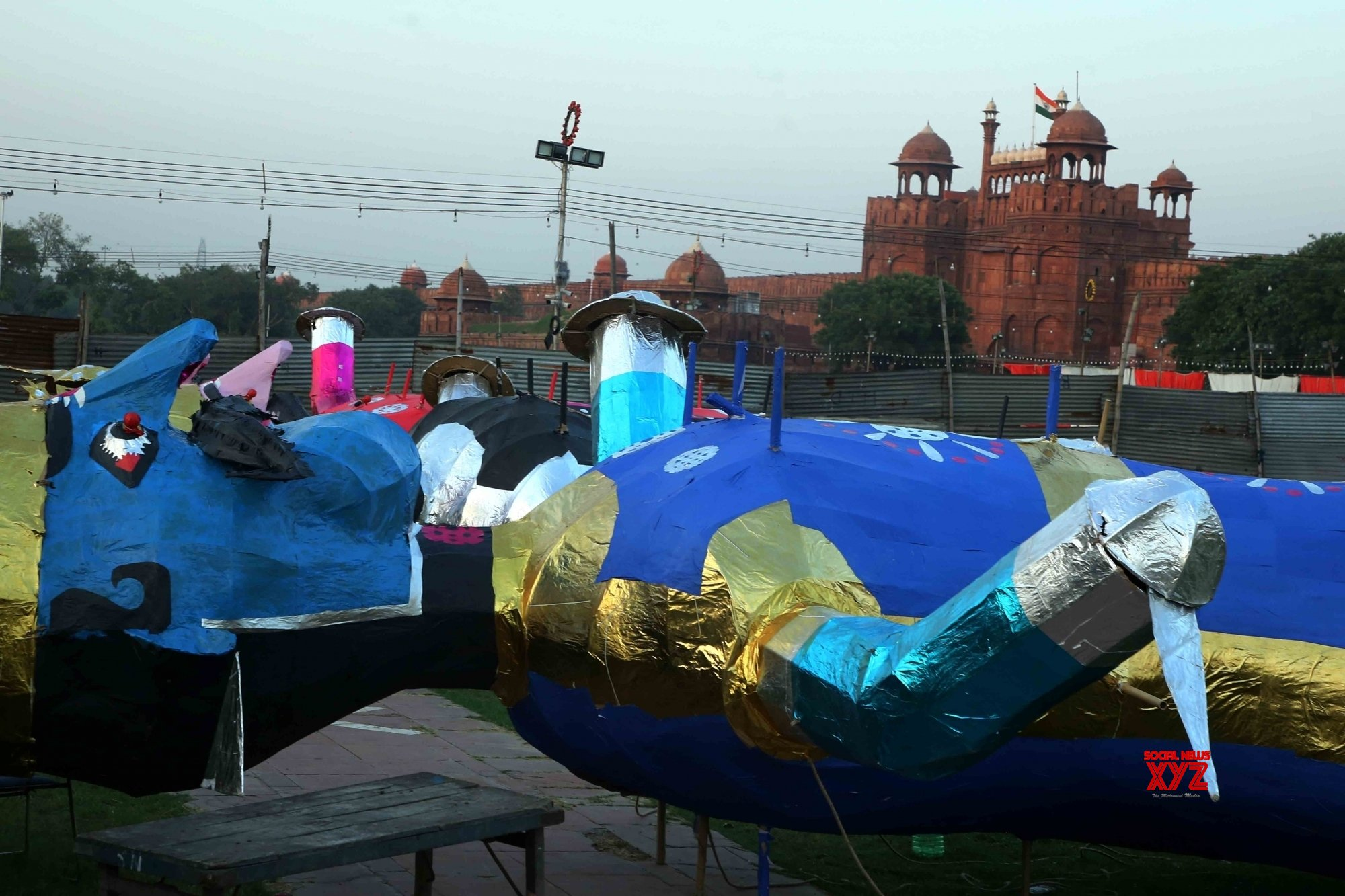 New Delhi:Workers give final touch to effigies of Ravana on the eve of the festival of Dussehra, #Gallery