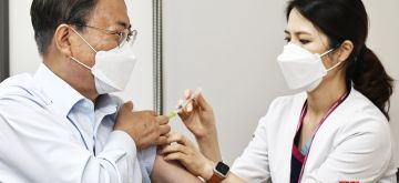 S.Korean President Moon, First Lady receive Covid-19 booster shots (YONHAP/IANS)