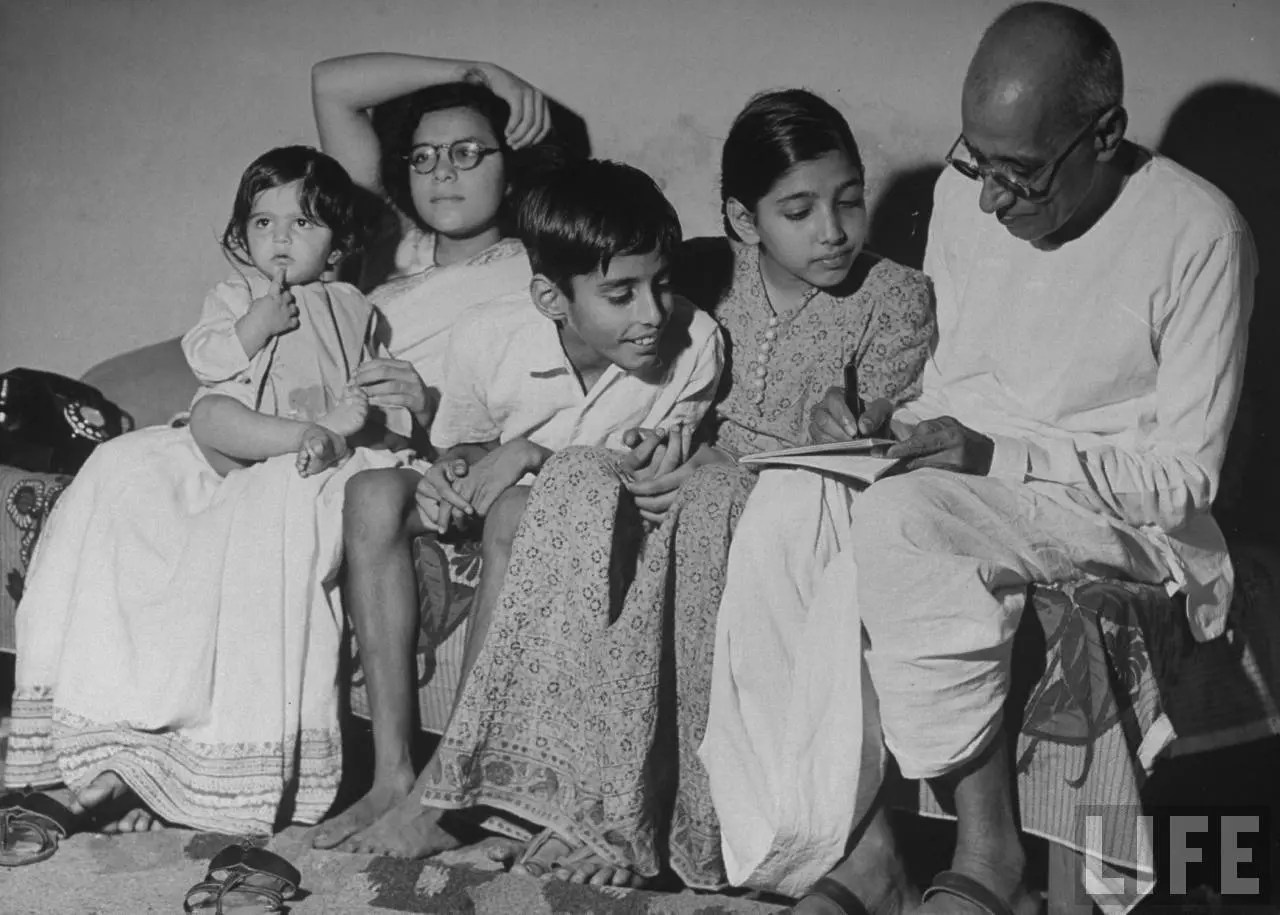 gandhiji as a social reformer Social reform movements involve the marginalized group and the activists in an effort to what is the definition of social reform a: what is a social reformer.
