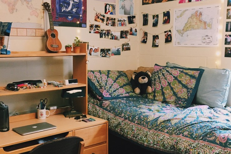 If you're packing for your first year at university and not sure what to bring, here are useful things to bring to residence that should be on your list!