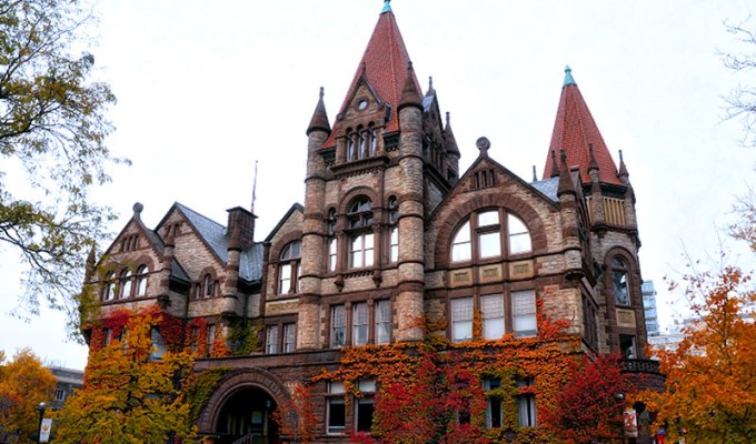 As a student at UofT, there are some things we all have in common. Here are 20 signs that you go to the University of Toronto (St. George Campus).