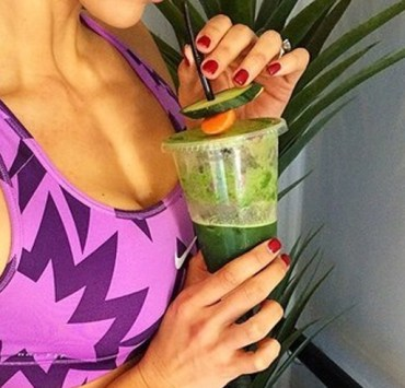 These healthy post-workout smoothie recipes are perfect for refueling and energizing your body after a long workout and have many benefits!