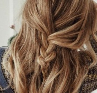 These are the cutest lazy girl hairstyles that everyone needs to rock. They are quick hairstyles that take no time to accomplish. You'll find the perfect hairstyle for lazy girls here.