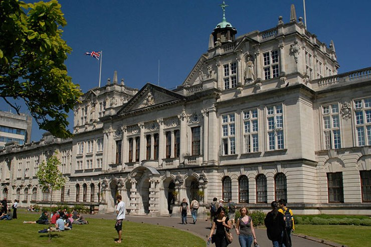 In the beautiful welsh capital, it can be scary starting out as a new fresher. So here's 20 things no one tells you about first year at Cardiff University.