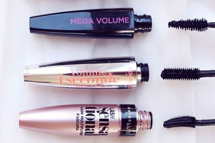 Here are the best drugstore mascaras out there that can totally compete with the high street! These top reviewed mascaras are good for both volumizing and lengthening, so your eyelashes never have to look dull again!