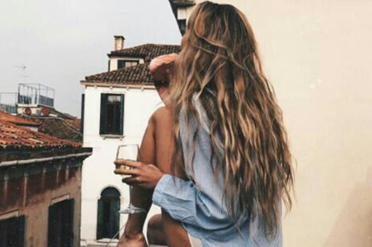 Growing long hair isn't the easiest thing to do. But there are important steps you can take and tips for growing long hair such as eating the right foods and vitamins, rinsing with cold water and using DIY hair masks.