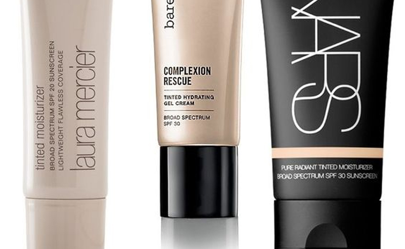 If you're looking for the best tinted moisturiser for oily skin, then these options are the real deal. A good tinted moisturiser requires a range of color options for pale and dark skin, and also needs to be acne proof. Here's our top options!