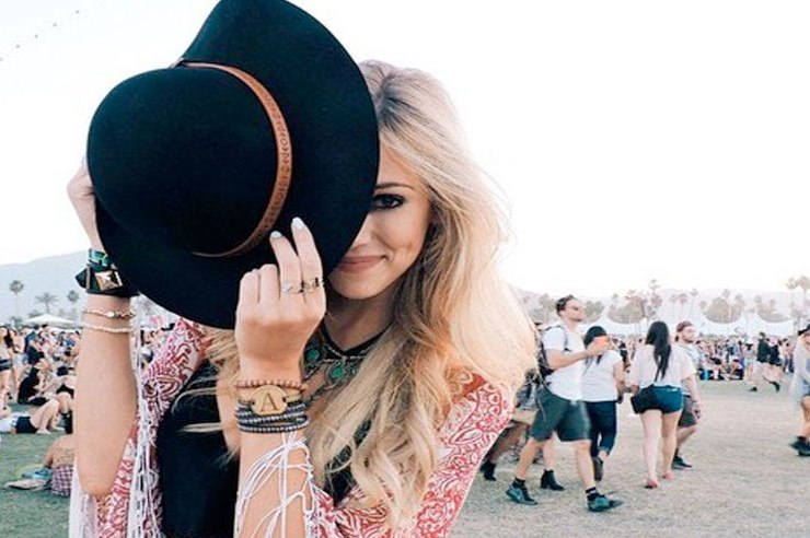 Boho festival clothing styles are all the rage, and why wouldn't they be? They are both insanely cute and insanely comfortable.