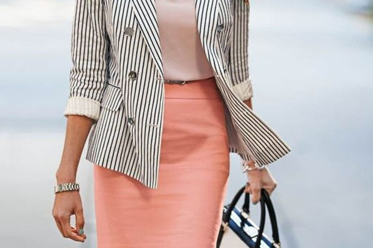 Who said office attire had to be boring? You can absolutely wear cute outfits for work that can be worn during the day and for a night out. These are cute office outfits that will look great on both men and women!