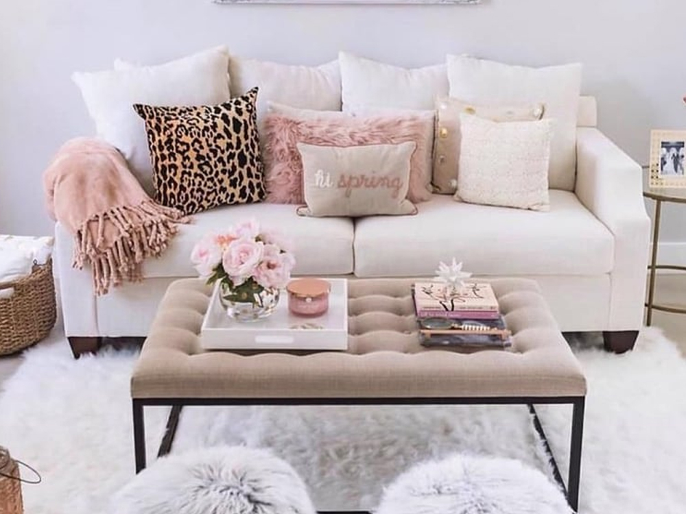 These cute homeware looks are to die for. From throw pillows to unique candle holders to wall fixtures, we have it covered. The different textures and colours will add something extra to your flat.