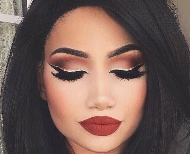 If you are into eye makeup but are wondering how to perfect your winged eye look then look no further. We've rounded up our favourite winged eyeliner hacks for you to try that will not disappoint.