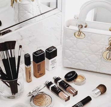 Try out these essential makeup items to keep on hand in your bag. From mascara to blushes and concealers, these are the must have makeup items for your purse.