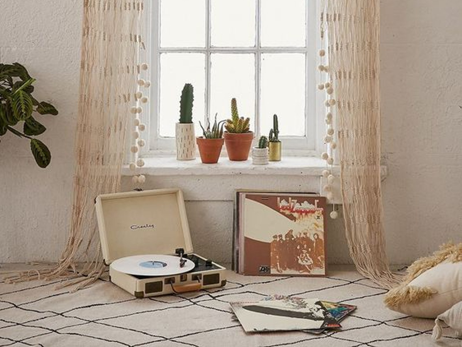 If you're looking for places to buy inexpensive curtains online, then these curtain stores offer the best selection for the best price! From white, thermal, sheer, panels and more there are so many options when it comes to cheap curtains!