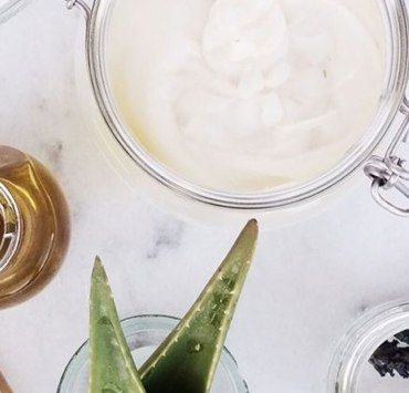 Are you looking for some beauty uses for coconut oil? These are the greatest benefits for both your health and cosmetic purposes for using coconut oil on your face, body, or just as your overall skincare routine!