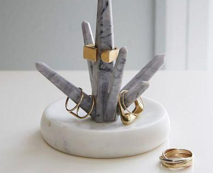 Jewellery holders and stands are essential for keeping your bedroom and powder room organized. They are perfect for displaying your favourite necklaces, rings, bracelets and earrings. Take a look at the jewellery holders and stands that we love best!