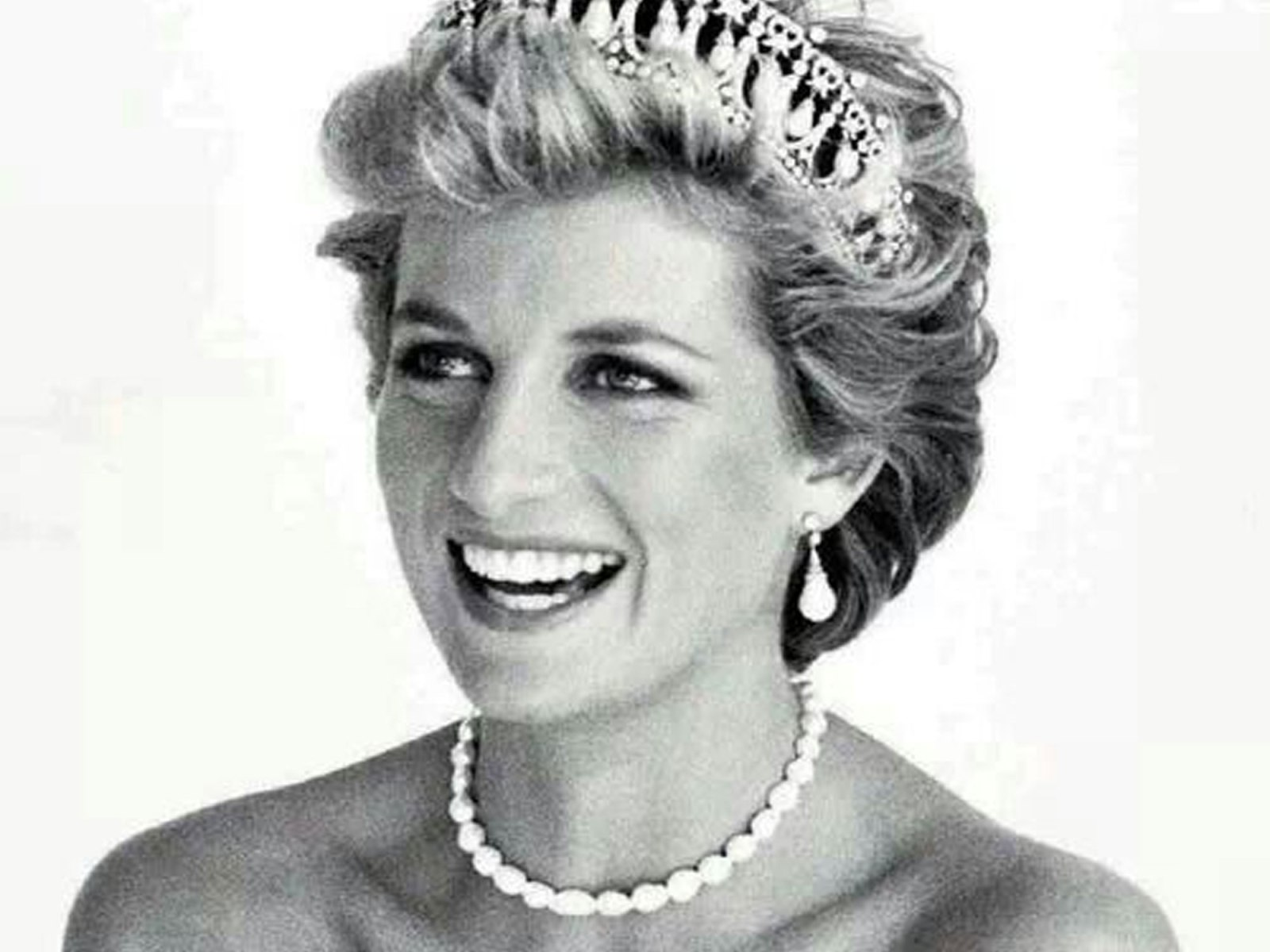 One of the things that Diana was remembered for, was her great fashion sense. So as we celebrate the newly weds and see how they've honoured Diana, we want to honour her in the best way we know how. So here's an overview of Princess Diana fashion looks that we love.