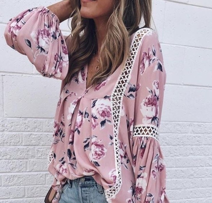 Take a look at these Spring florals that will spice up your wardrobe this season! From brights to darks to neutrals, there are many florals to choose from. We have compiled a list of floral dresses, tops, jackets and purses that you need right now.