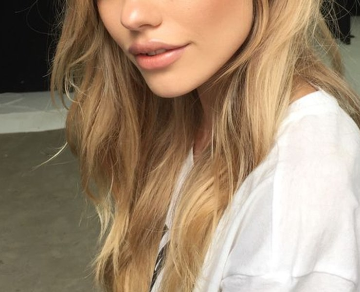 If you're looking for some simple summer makeup looks to rock with a tan, then these are the newest makeup trends! The makeup trends range from glossy lids, dewy skin and more!