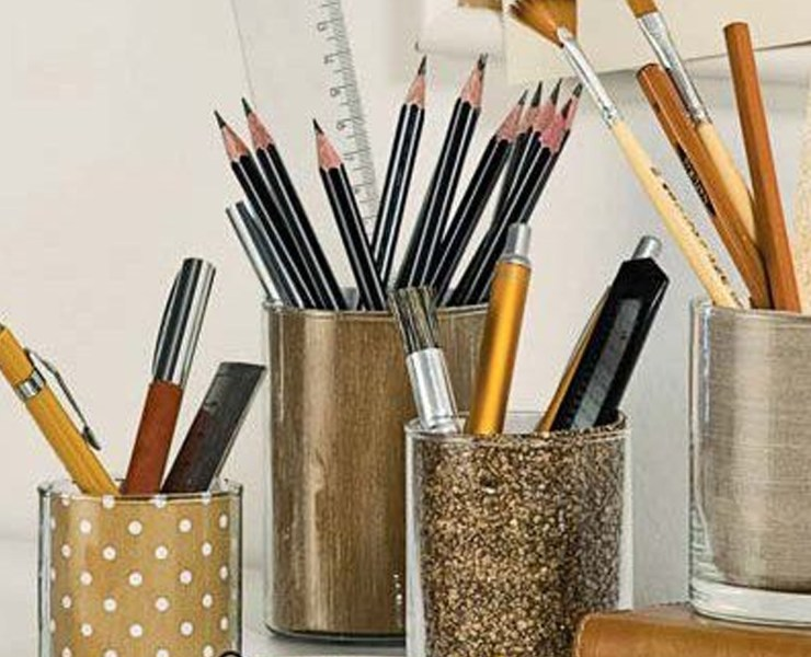 Here are some DIY desk accessories to brighten up your work space. These are some great ideas to stay organized and cute all at once!