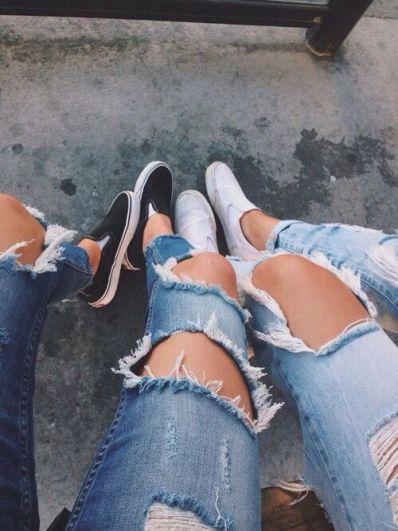 Erfahren Sie, wie Sie zerrissene Jeans herstellen, die aussehen, als wären sie im Geschäft gekauft!