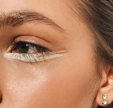 Here are a few eyeshadow trends if you are sick of your classic smokey eye. Find out which colours will make your eyes pop.